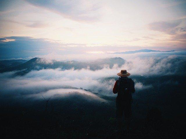 Mann auf dem Berg