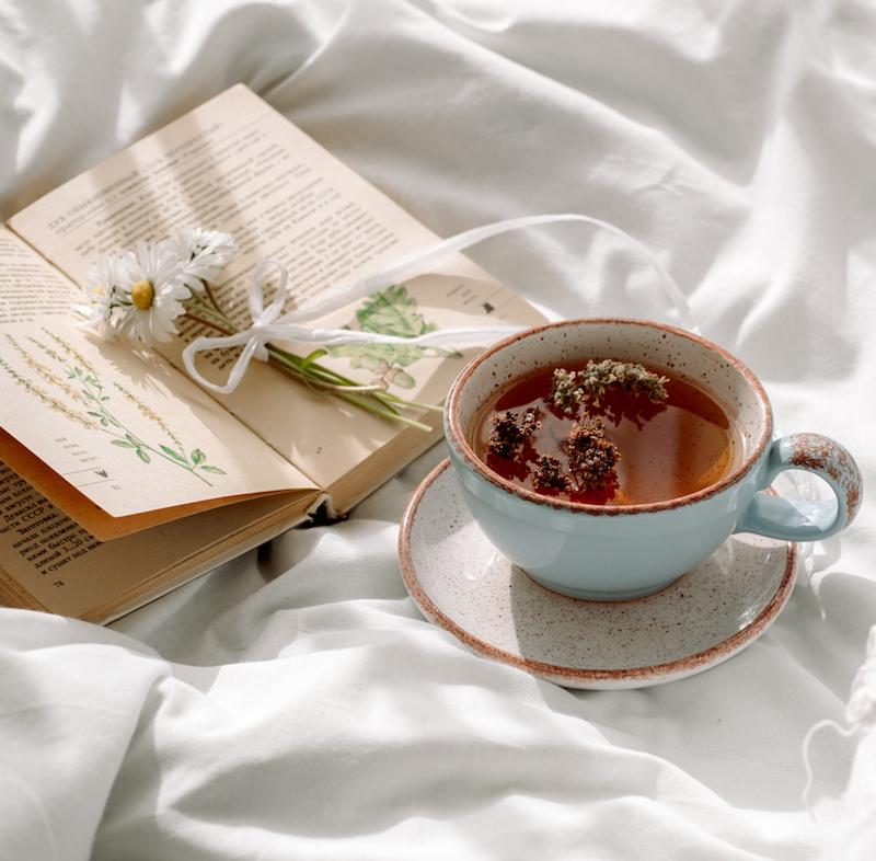 Kamille Tee als Tipp zum Einschlafen besser schlafen ohne schlafprobleme
