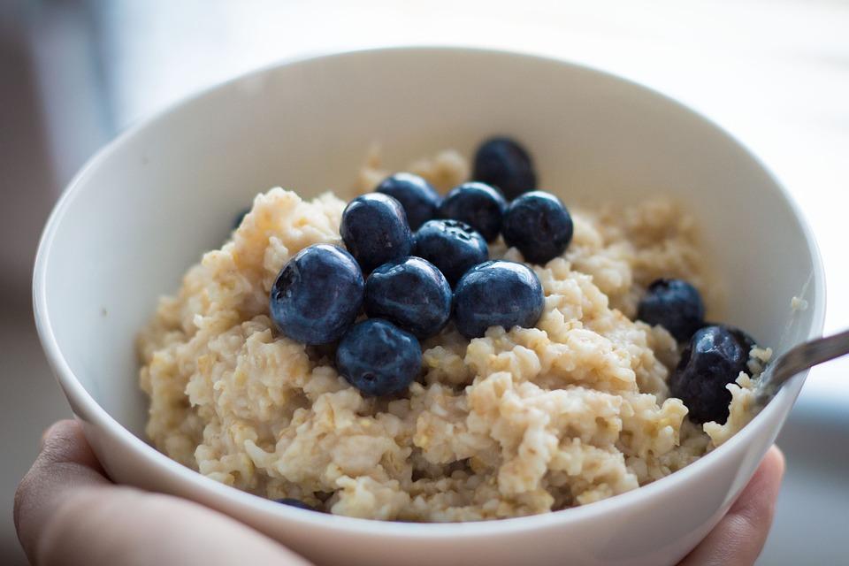 Kohlenhydrate beim zunehmen - Haferflocken mit Blaubeeren