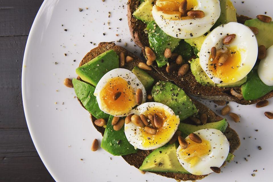 Gesunde Fettsäuren - Avocado und Sonnenblumenkerne
