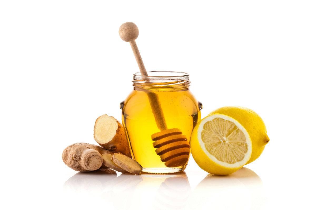 Naturheilmittel Zitrone, Honig und Ingwer