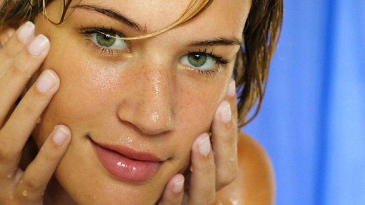 Mitesser: Ursachen, natürliche Heilmittel und wie man sie dauerhaft loswerden kann