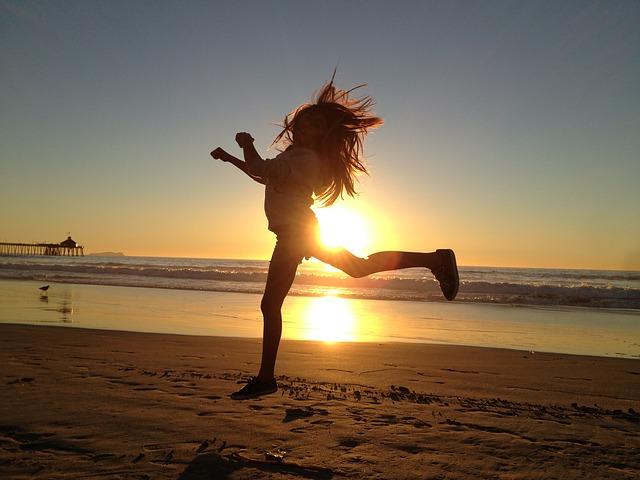 Joggerin bei Sonnenuntergang