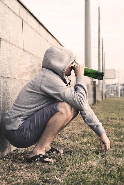 Alkohol trinkender Mann