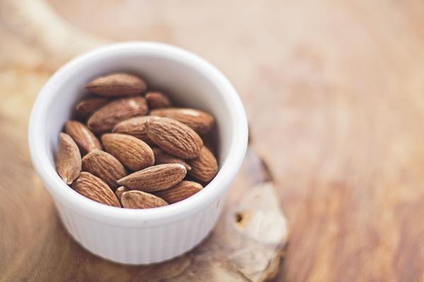 Mandeln, Nüsse, Samen-Nährstoffbomben, gesunde Nascherei oder heimliches Gift?