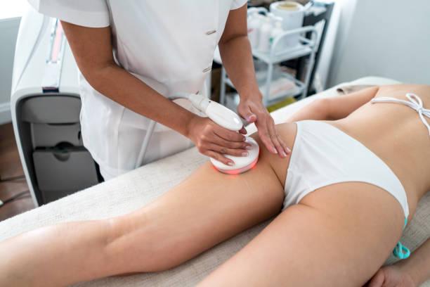 Frau mit Laser Behandlung
