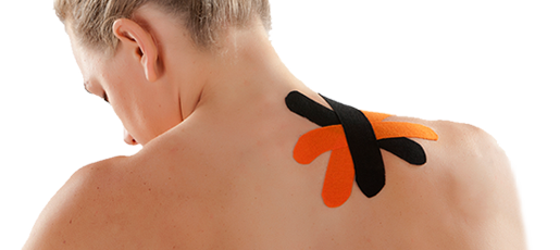 Kinesiology Taping Anwendung am Rücken tapen
